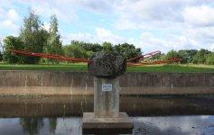 Странный памятник перед телебашней