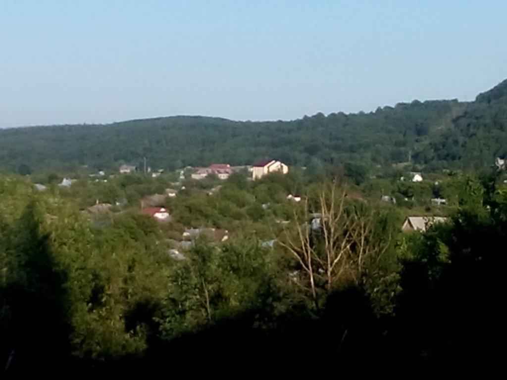 вид на Косов ранним утром с окна базы отдыха