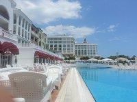 Бассейн и отель