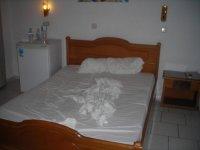 В номере: двуспальная кровать (извините что не заправлена)