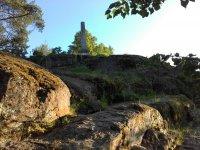 Скалистая рирода и каменные и деревяннные мини-сооружения  единственное, что может привлечь туристов