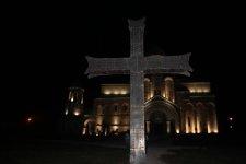 Крест перед входом