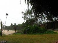 Территория отеля. Вид на пляж и бунгало