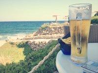 а такой вид если сидишь в баре около пляжа