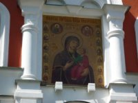 Икона Иверской Богоматери над воротами.