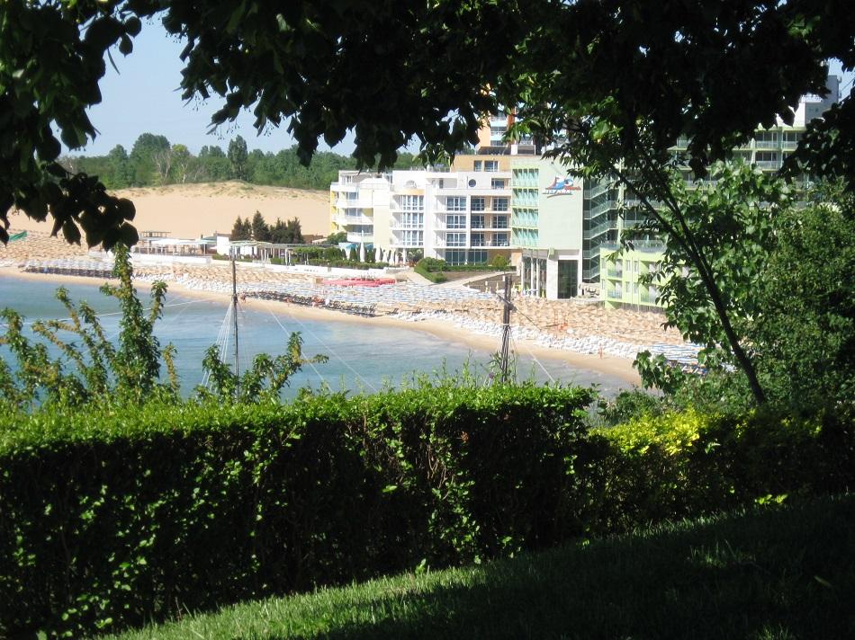 Вид на пляж у Фесты панорамы.