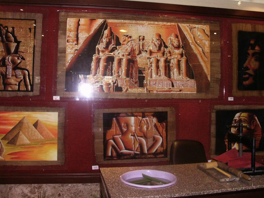 Картины из папируса и инструменты для изготовления папируса