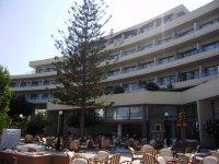Отель, вид с территории