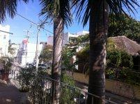 Вид на улицу с общего балкона.
