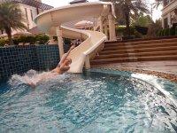 Детская горка в бассейне корпуса hillside