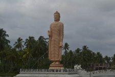 памятник  погибшим от цунами в 2004 г.