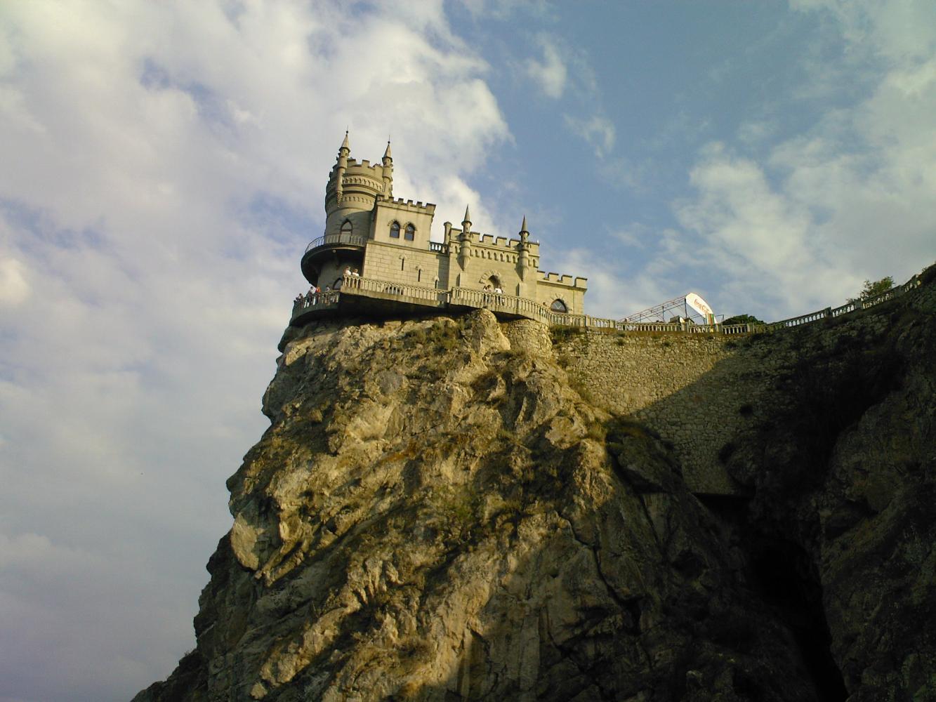пещера ласточкино гнездо фото этаж облицован серым
