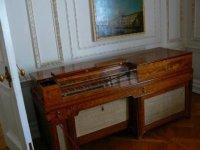 Клавир в бильярдной