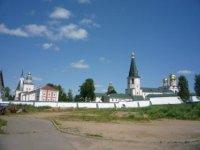Вид на монастырь с южной стороны.