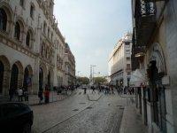 В центре города слева вокзал Россиу