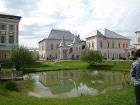 Вид на пруд на территории кремля