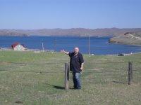Это я на фоне вида на Байкал с базы.