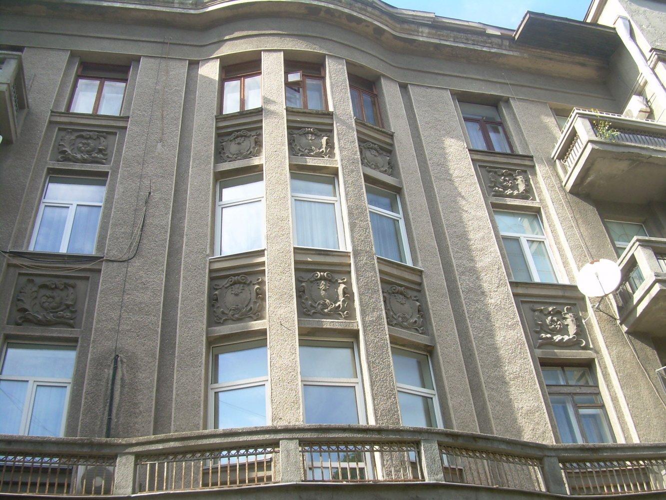 Красивый фасад здания