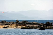 полоса вулканического рифа недалеко от пляжа