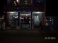 Даже ночью такие магазинчики работают до 11 вечера, что большая редкость для Шри-Ланки