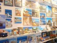 Лавочка сувениров и картин