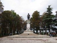 Памятник Рафаэлю