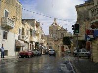 После дождя, идем к церкви апостола Павла