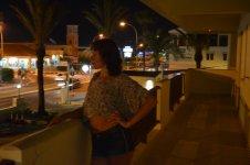 вид на ночной город из отеля