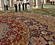 Ковер на полу в Мечети