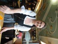 Даже официанты в баварской одежде