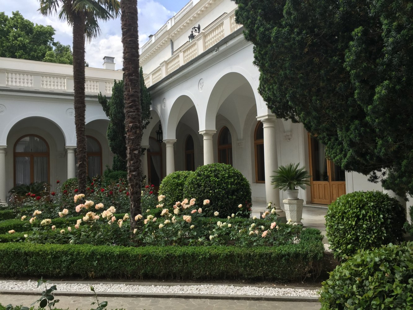 Картинки ливадийского дворца во дворе, рождения офиса