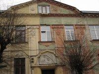 здание украшено местными студентами