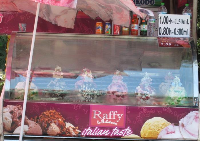 Вкусное мороженое (везде одинаковые цены)