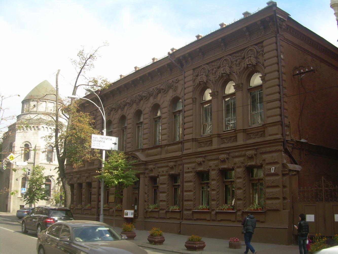 Здание постройки прошлого столетия