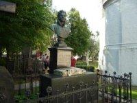 Памятник Денису Давыдову.
