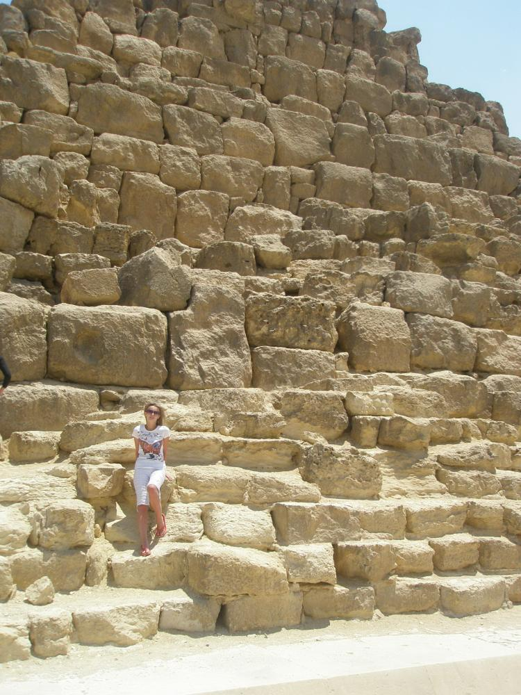 Пирамида вблизи