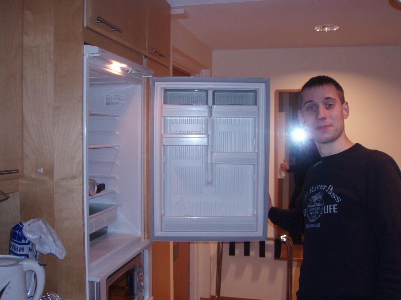 в номере холодильник