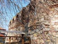 Кусочек старой стены