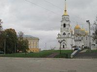 """""""Палаты"""" - слева, а справа """"Успенский собор"""""""