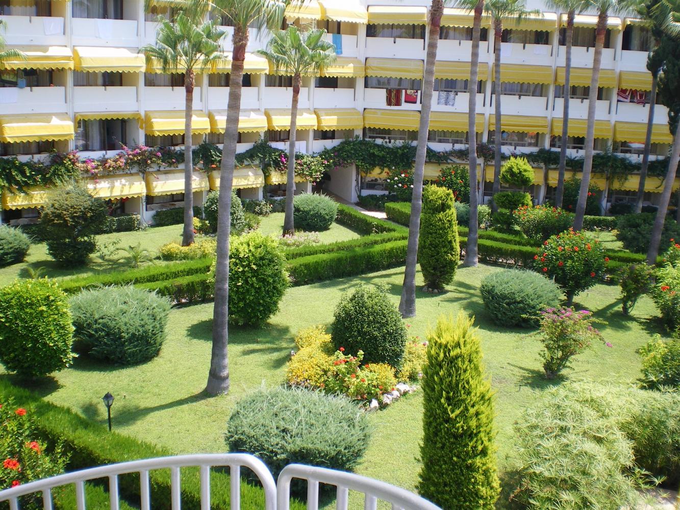 Вид отеля с водной горки
