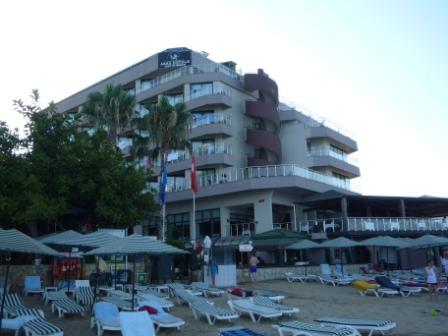Вид на главный корпус с пляжа.