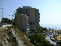 Вид отеля с пляжа