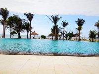 Бассейн рядом с пляжем с чудесным видом на океан