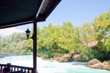 Вид на водопад с кафе у водопада
