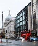 вид на собор Святого Павла с прилегающей улицы