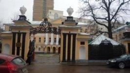 Бывшая городская усадьба Демидовых у начала Лаврушинского переулка