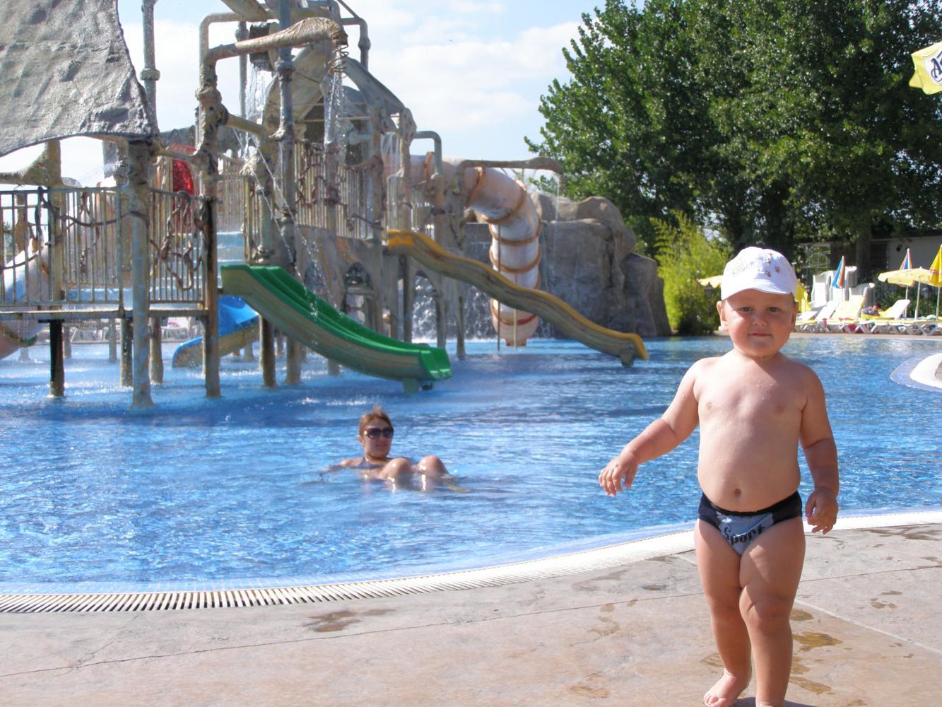 один из бассейнов аквапарка