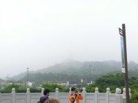 Большой Будда в пелене дождя
