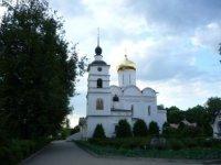 Храм Бориса и Глеба на фоне зелени