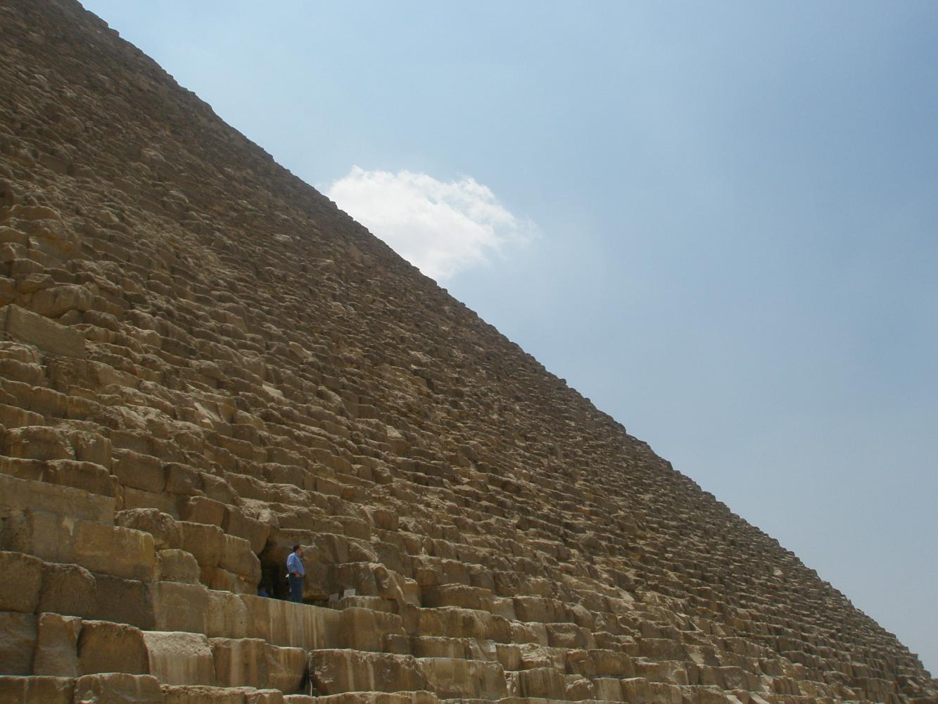 Пирамида Хеопса сбоку